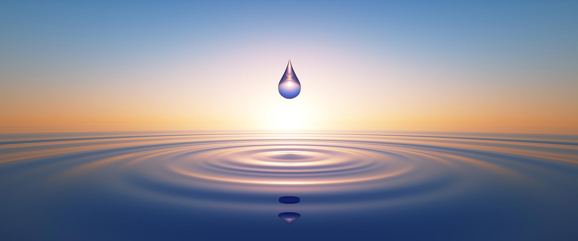 Wassertropfen im Sonnenuntergang